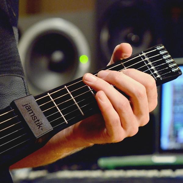 Gitar Pintar Ini Bantu Anda Ciptakan Musik Lebih Mudah