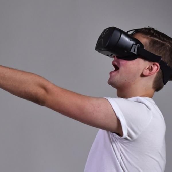Headset VR ini Tanpa Kabel dan Tanpa Smartphone