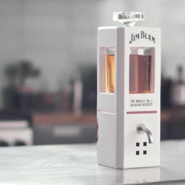 Jim, Smart Decanter yang Menuangkan Minum Lewat Perintah Suara