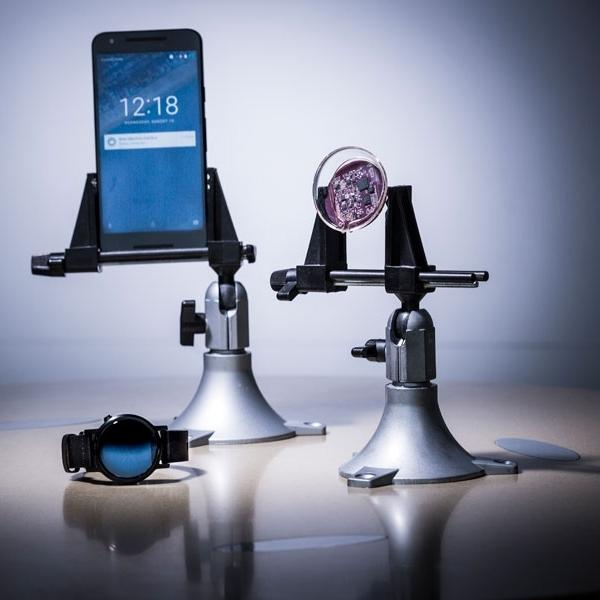 Wow, Teknologi Ini Dapat Buat Lensa Kontak Terhubung dengan Smartphone