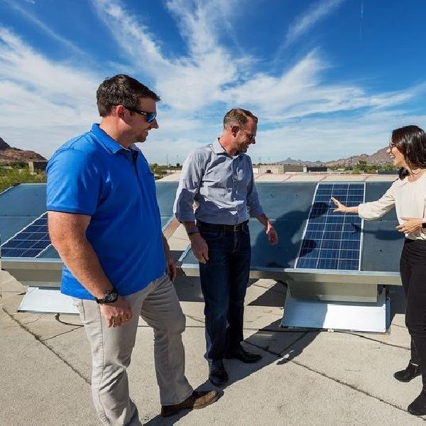 Panel Surya Ini Ubah Udara Kering Gurun Arizona Menjadi Air Minum Berkualitas