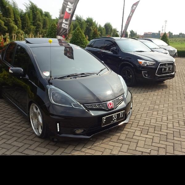 Black Car Community Bandung Gelar Acara Reuni Akbar