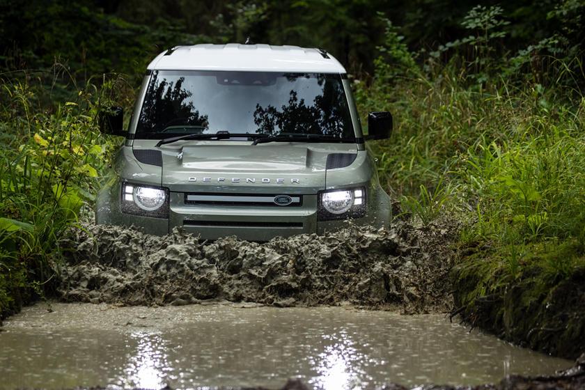 Selamat Datang Land Rover Defender Hybrid ...