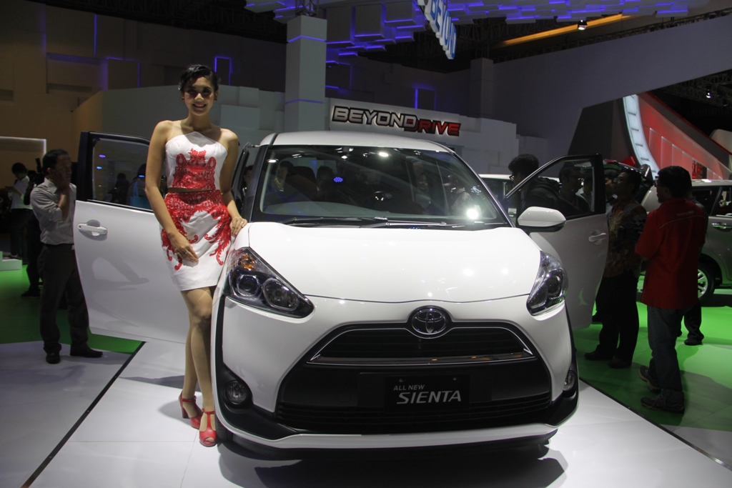 Toyota Sienta photo by ddy