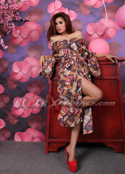 Ayunia, Seksi Dalam Balutan Kimono