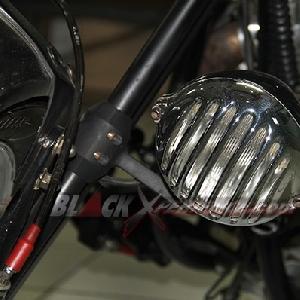 Lampu utama dipilih seperti bentuk microphone lawas