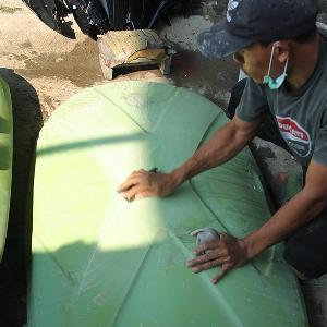 Proses pendempulan roof box