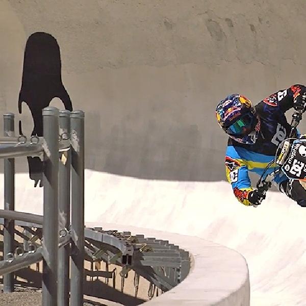 Stunt Rider Ini Pecahkan Rekor Dunia Lompatan Tertinggi