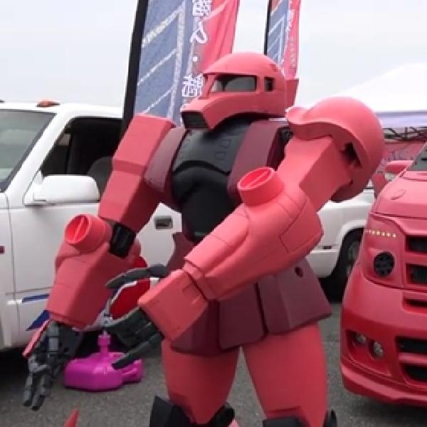 Modifikasi Nissan Elgrand - Terinspirasi Zaku II Gundam