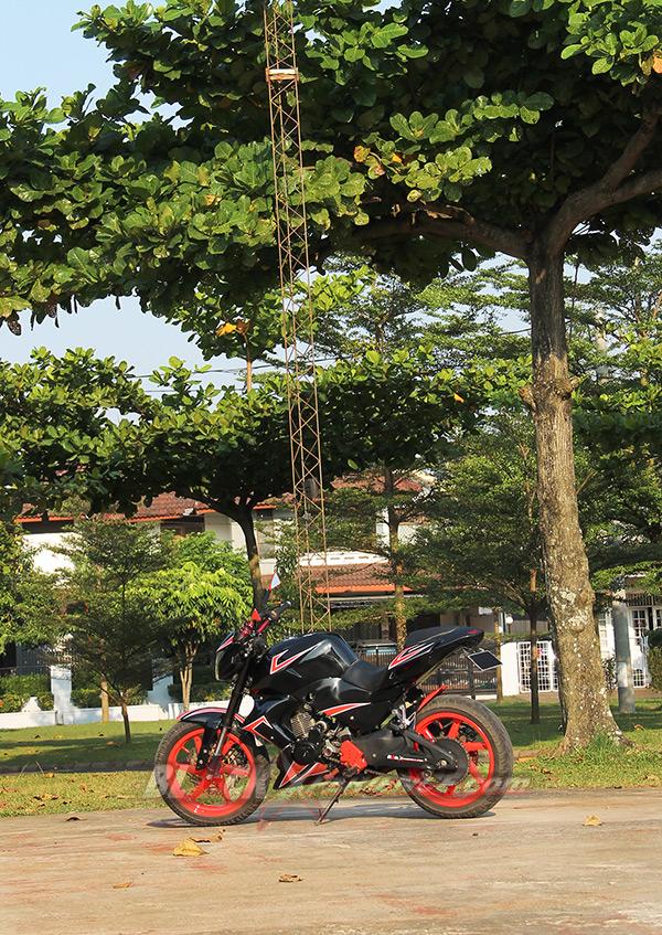 Modifikasi Honda Tiger menjadi bertampang moge